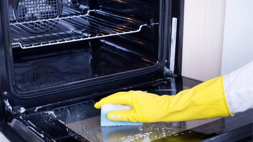 Así es como deberías limpiar el horno con este sencillo truco casero