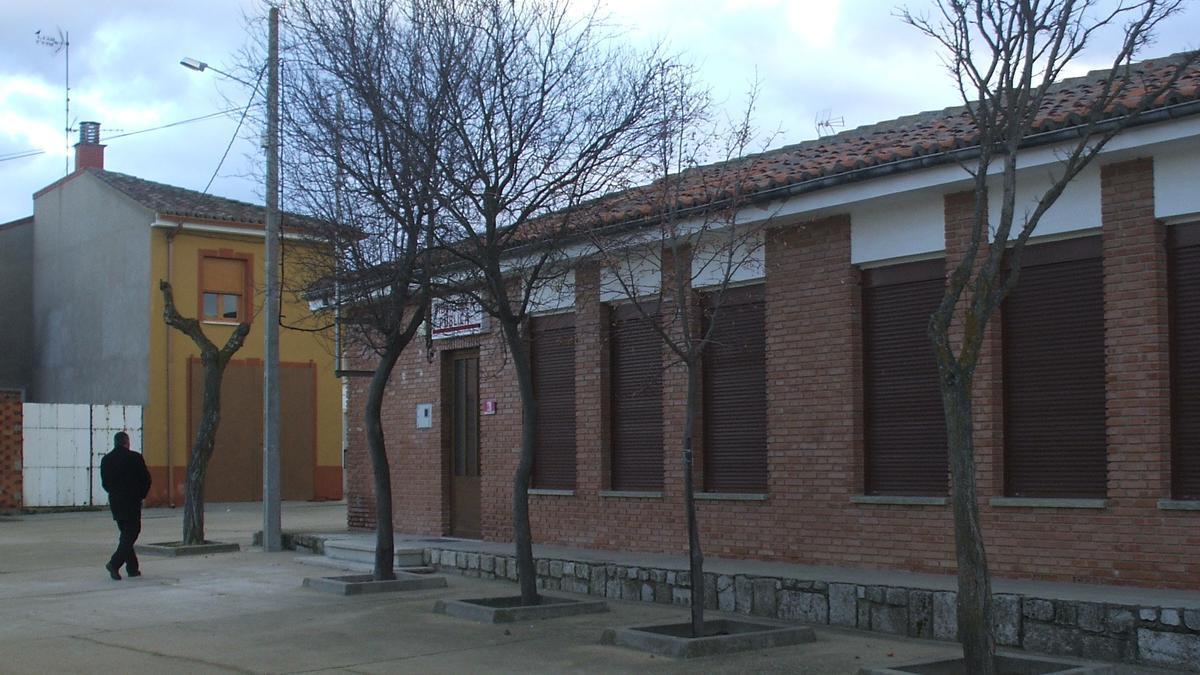 Edificio que alberga el servicio de Biblioteca en Morales de Toro