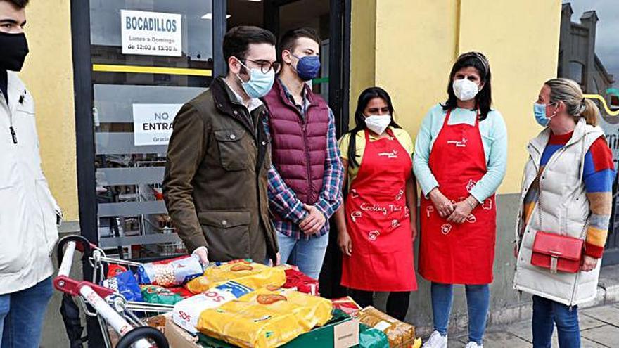 Nuevas Generaciones del PP dona comida a la Cocina de Francisco