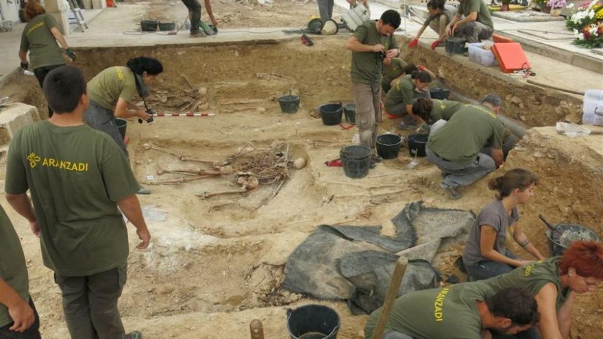 Ya se han encontrado 27 cuerpos en la fosa común de Porreres