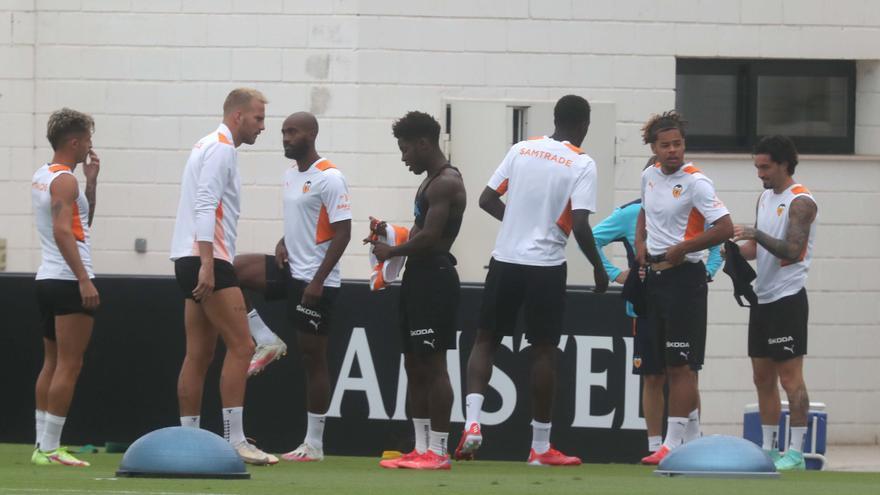 Entrenamiento del Valencia antes del encuentro frente al Athletic de Bilbao