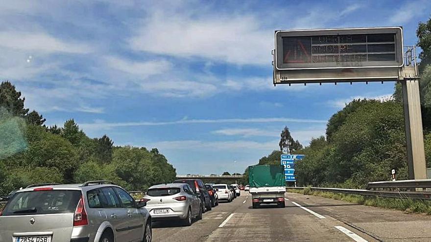 """Una avería causa retenciones en la autopista """"Y"""""""