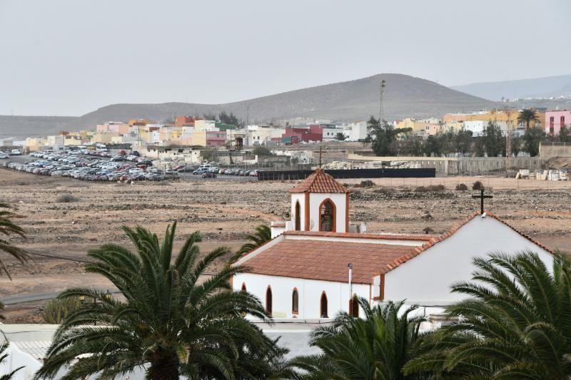 14/02/2020 OJOS DE GARZA. INGENIO. Vistas del municipio desde el puente de la GC-1 con calima. Iglesia y pueblo de Ojos de Garza.  Fotógrafa: YAIZA SOCORRO.  | 14/02/2020 | Fotógrafo: Yaiza Socorro