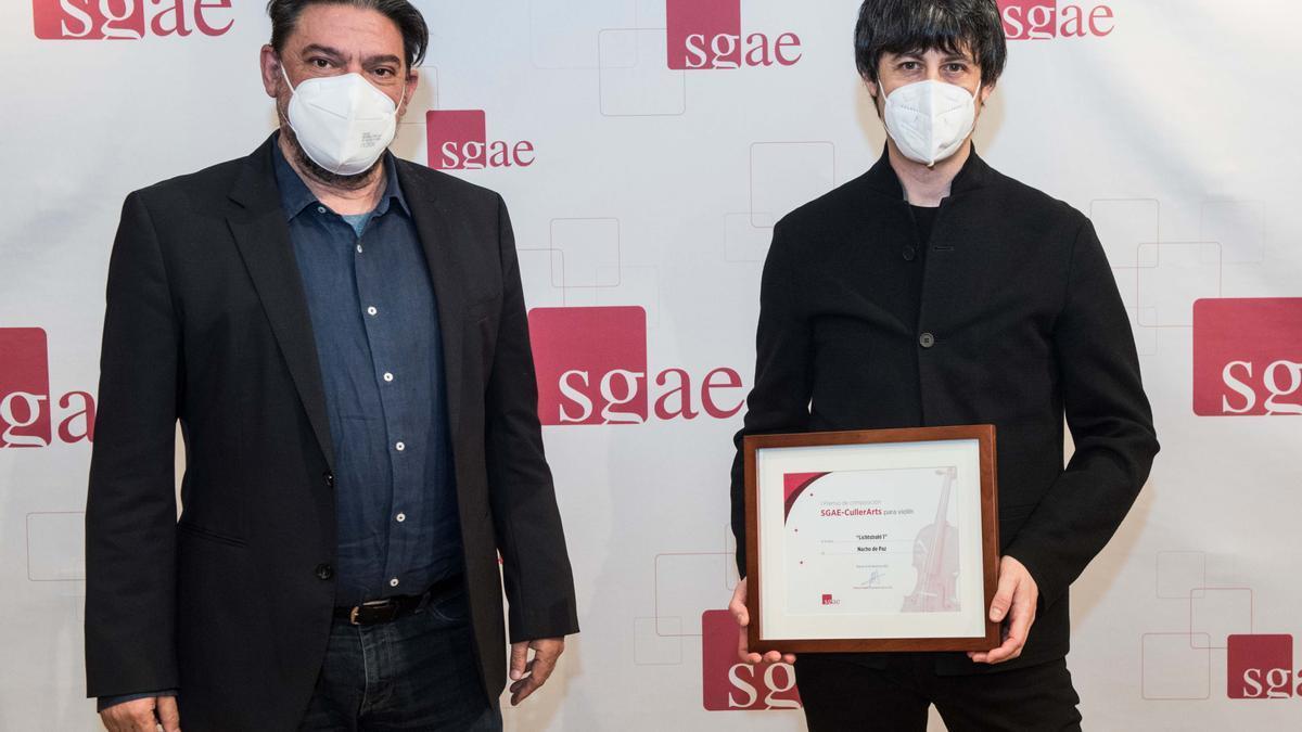 Nacho de Paz recibe el premio del certamen cullerense.