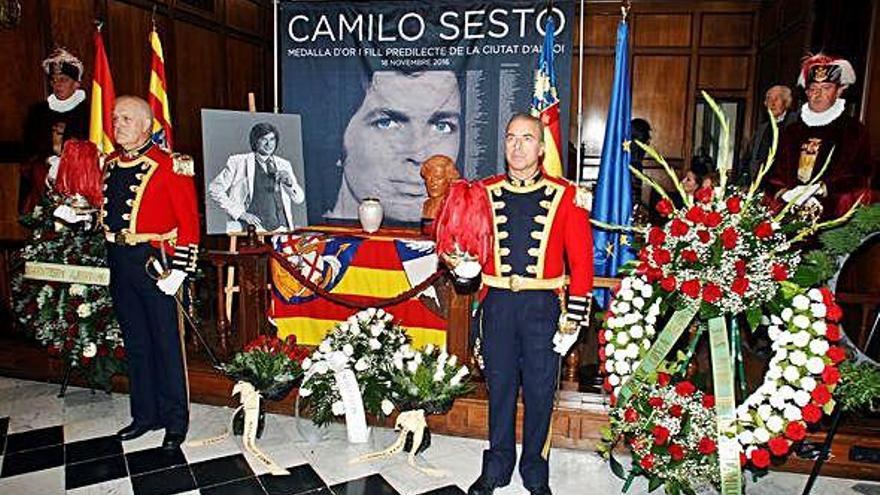 Alcoy despide a Camilo Sesto