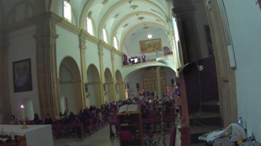 Desalojan una iglesia en Alhama con cerca de 200 personas, entre ellas Diego Conesa y la alcaldesa