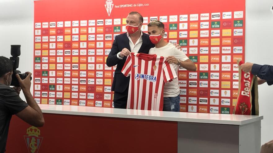 """Fran Villalba, presentado con el Sporting: """"Puede ser un gran año para mí"""""""