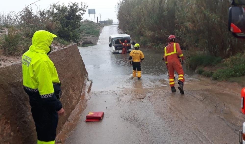 Rescate de un conductor en Quart de Poblet