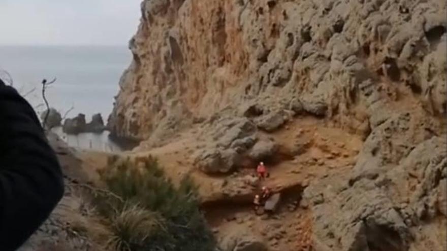 Un hombre, herido grave al caer desde 25 metros en sa Foradada