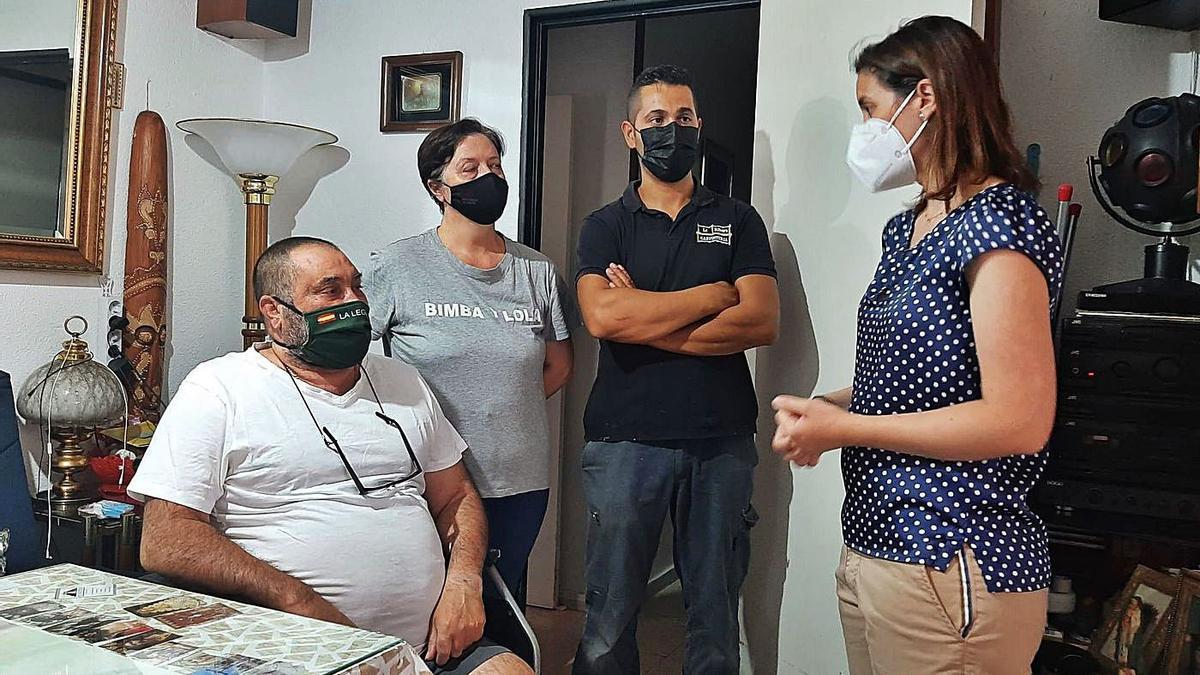 Pepe Báez recibió la visita de la delegada de Fomento, que le informó de la situación.