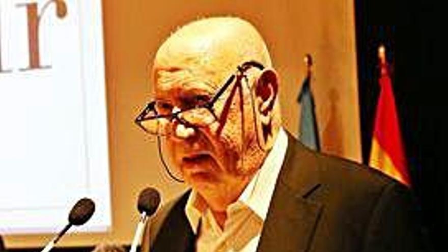 Xosé Luís Méndez Ferrín recibe O Facho de Ouro por su dedicación a la cultura gallega