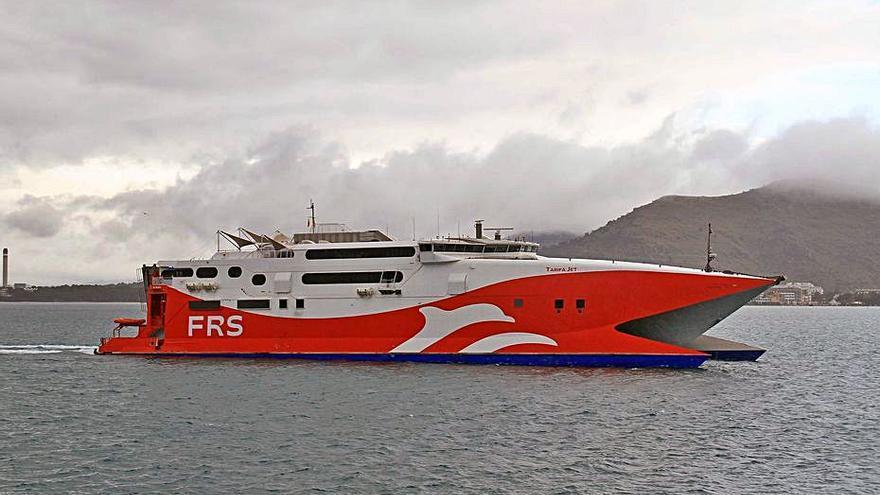 Llega a Alcúdia el barco de la naviera FRS que cubrirá la línea con Ciutadella