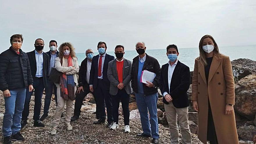 Diputados y ediles de Cs recogen las demandas de los vecinos de Almardà