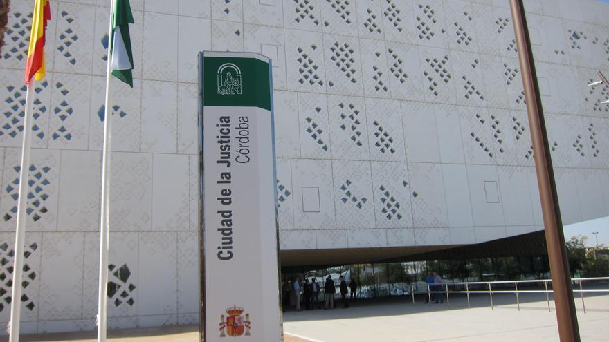 Solicitan 6 años de prisión a un acusado de abusar sexualmente de la hija de su pareja en Córdoba