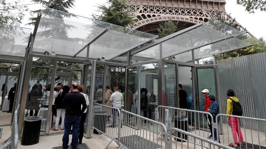 Bruselas rechaza cuarentenas o test en viajes en la UE