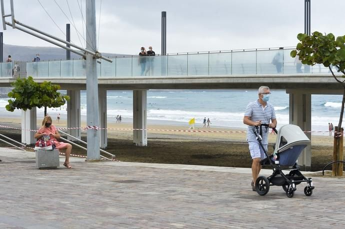 25-08-2020 LAS PALMAS DE GRAN CANARIA. Reportaje en la playa de Las Canteras (La Cícer) con las nuevas medidas Covid. Fotógrafo: ANDRES CRUZ  | 25/08/2020 | Fotógrafo: Andrés Cruz