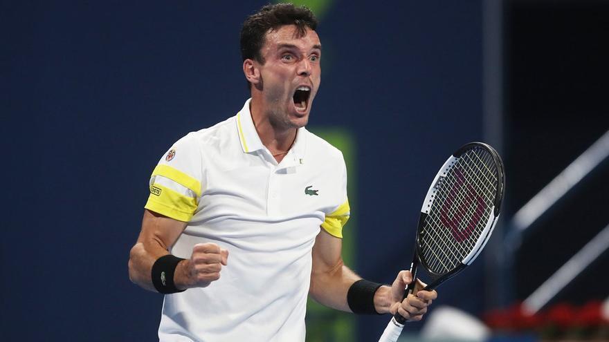 Bautista supera a McDonald y pasa a cuartos de final del ATP de San Petersburgo