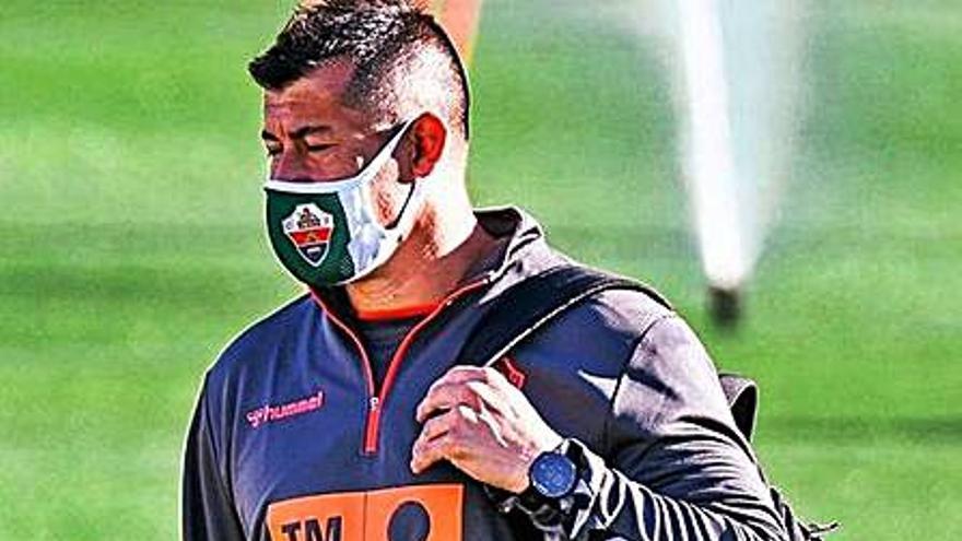 Almirón reservó a ocho titulares en la Copa