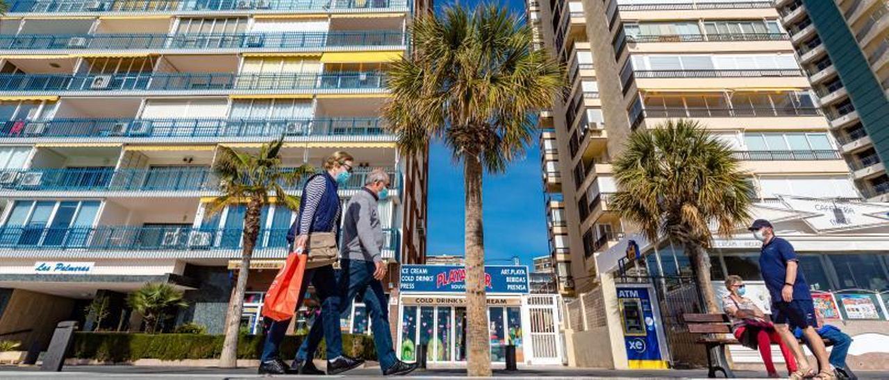 Viviendas en primera línea de la playa de Levante de Benidorm, donde se concentra una bolsa importante de pisos turísticos