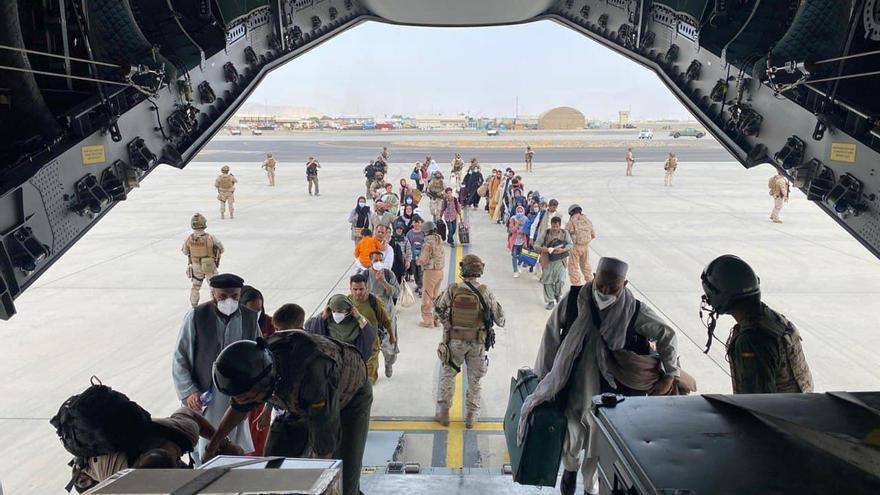 Aterriza en Madrid el segundo avión español con 110 afganos evacuados