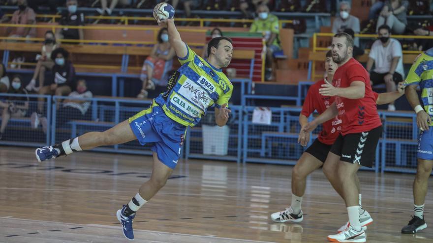 Andrés Pérez, sufre rotura de ligamento cruzado