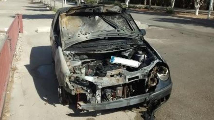 Un coche se calcina tras un golpe en Calvià