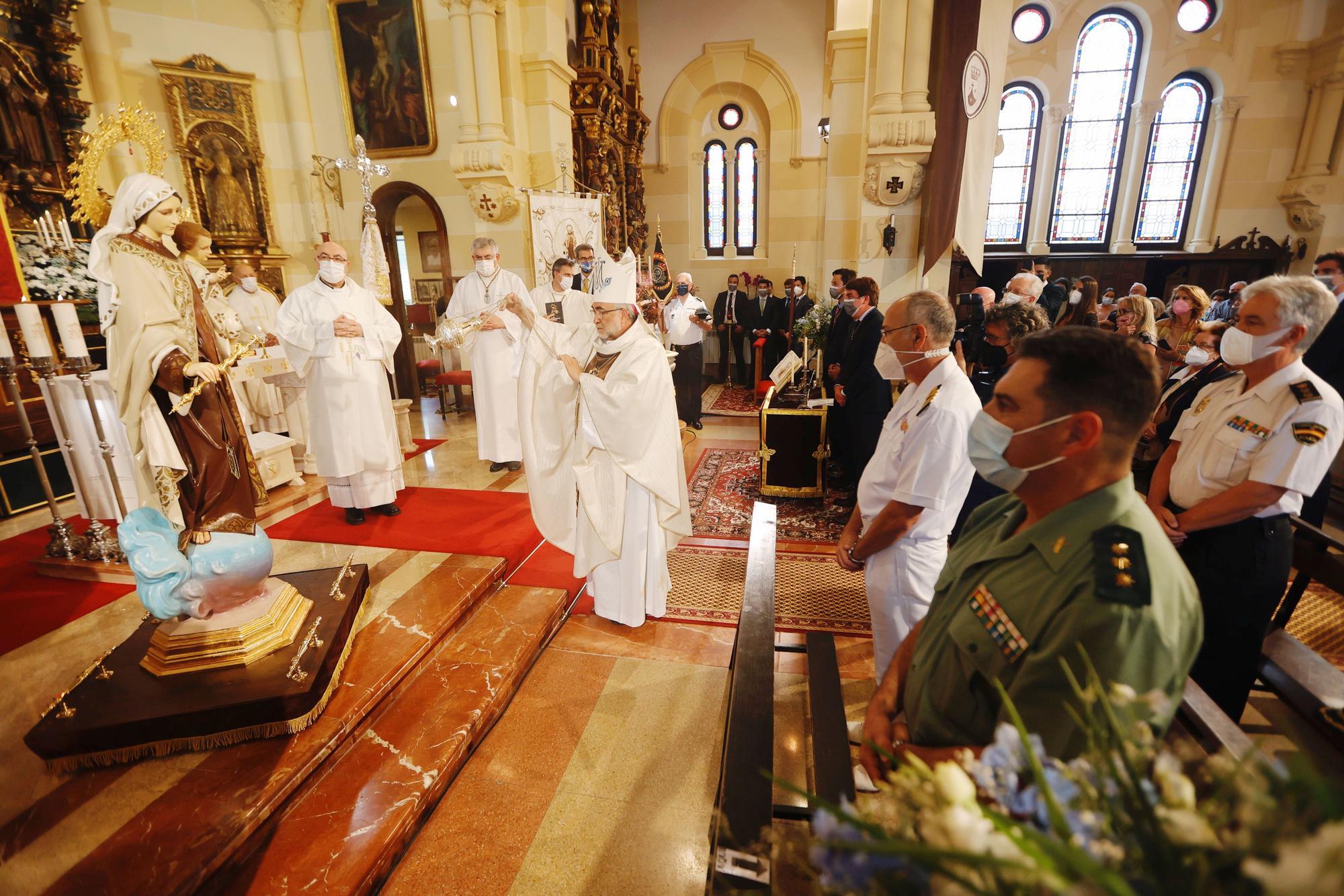 Misa del Carmen en Salinas oficiada por el arzobispo, Sanz Montes