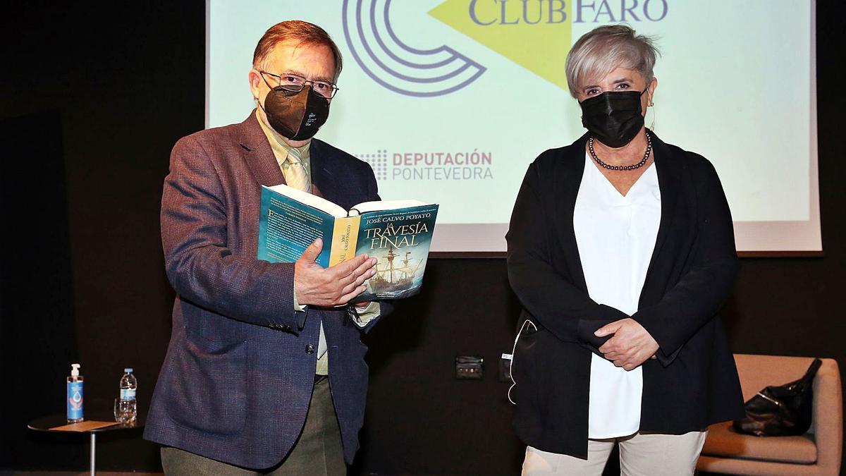 José Calvo Poyato y Rosa Pascual, durante el Club FARO.     // MARTA G. BREA