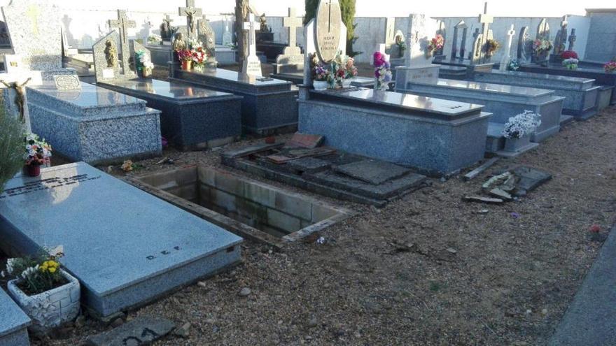 Rescatan a un hombre del interior de una tumba en Santovenia