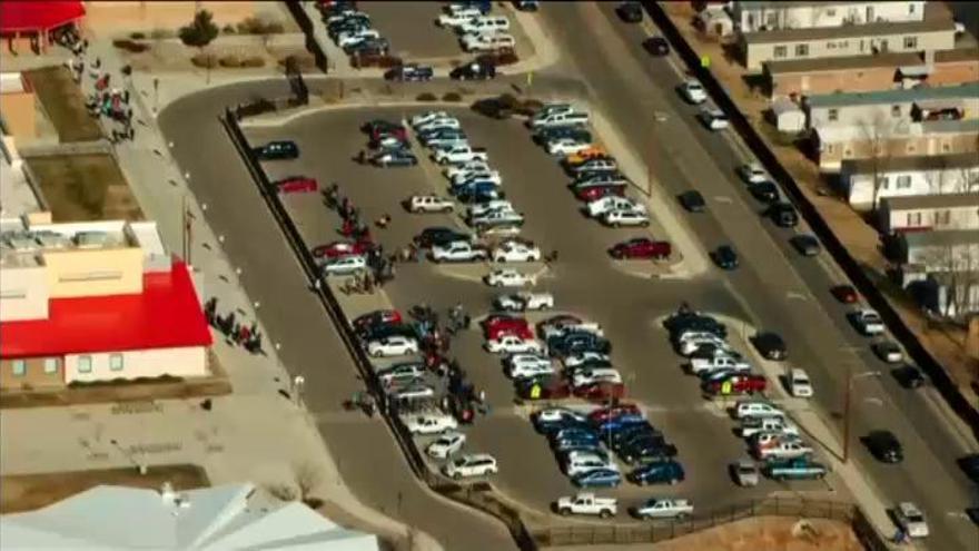 Dos estudiantes mueren en un tiroteo en una escuela en Nuevo México