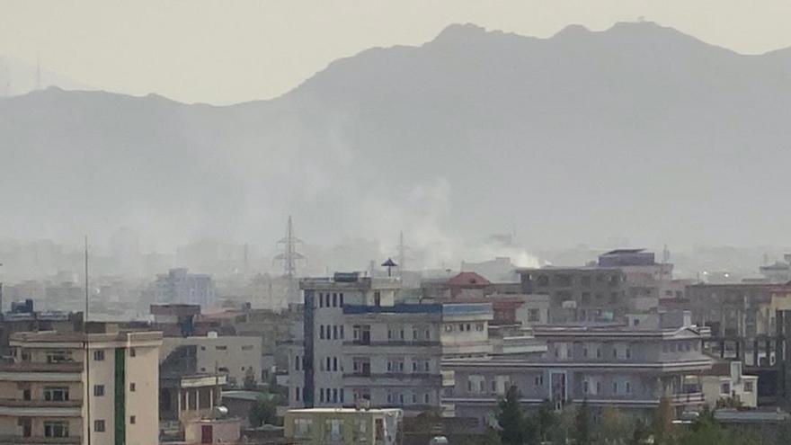 EE UU ataca al Estado Islámico después de una explosión en Kabul con seis muertos