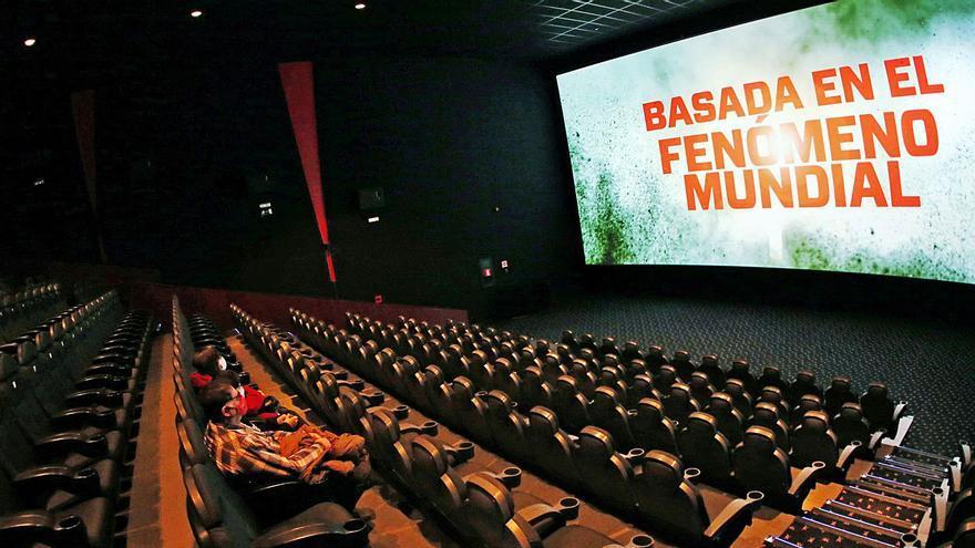 """El toque de queda """"asfixia"""" a los cines"""