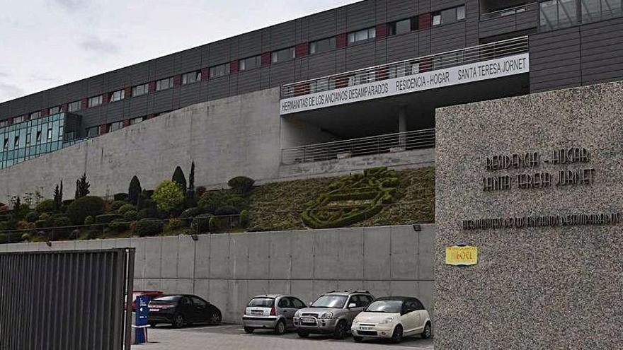 Efectivos de la Brilat desinfectan residencias en A Coruña