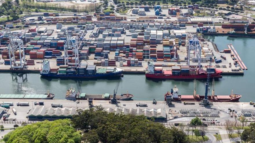 Leixões triplica al puerto de Vigo en tráfico de contenedores pese a tener la mitad de espacio