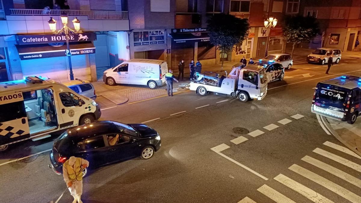 Situación en la calle tras la llegada de la Policía Local.