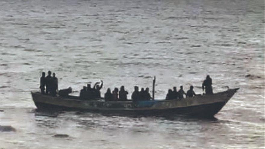 Salvamento rescata a 90 personas en dos pateras y busca otra cerca de Canarias