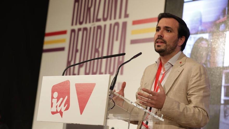 """Garzón considera que los derechos sociales y LGTBi están """"amenazados"""" por el PP y Vox"""
