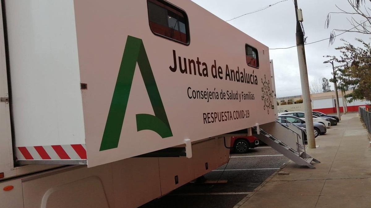 La Unidad Movil de Salud donde se hacen los cribados del Covid-19 en la provincia de Córdoba.