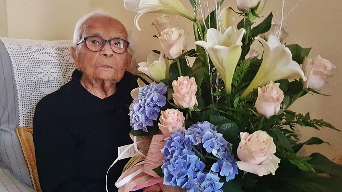FRASQUITA PRIETO CUMPLE 106 AÑOS ACOMPAÑADA DE SU HIJA, QUE TIENE 84