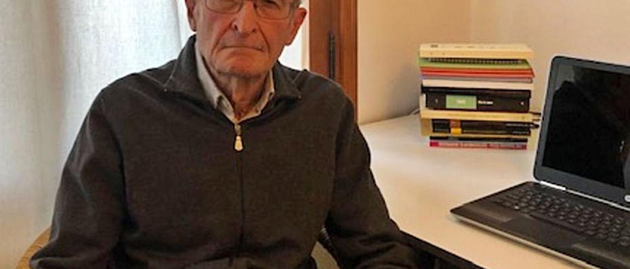 Ramón Lapiedra, ayer, en su domicilio.