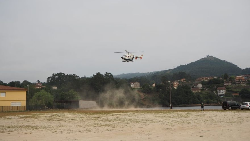 Un helicóptero se incorpora a las labores de búsqueda de Manuela en Soutomaior.