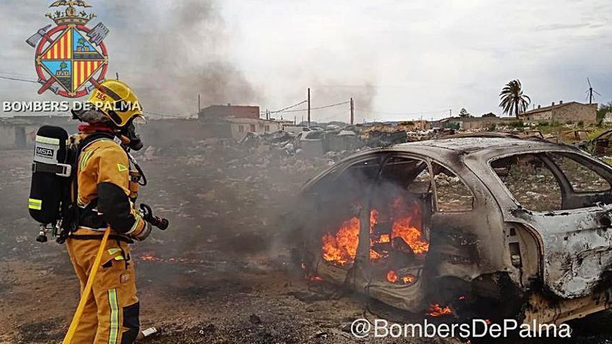 Arde un coche abandonado en el poblado de Son Banya