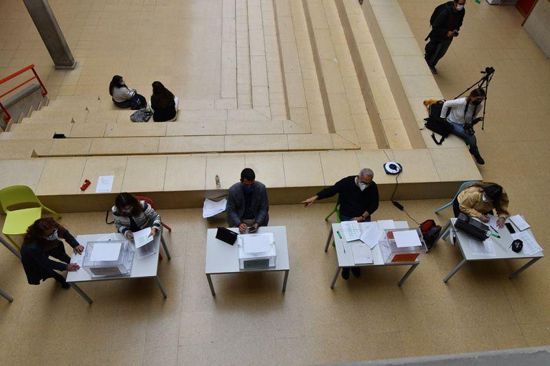 Votación presencial para la elección de Rector