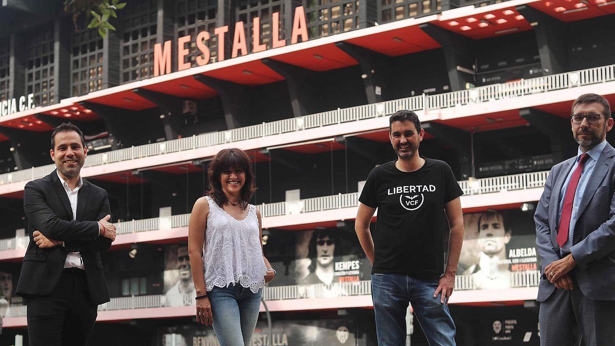 José Pérez, Pili Avilés, David Núñez y Dionisio Canales, de  Libertad VCF, ante Mestalla .  J.M.LÓPEZ