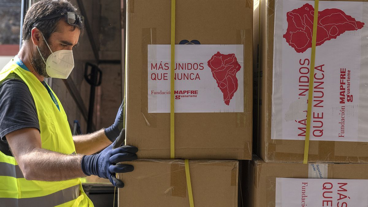 Grants from Fundación MAPFRE Guanarteme for the island of La Palma.  The institution has allocated 65,000 euros for masks, glasses and artificial tears to protect itself from volcanic emissions.