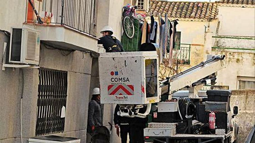 Porta a porta contra el frau elèctric a Figueres