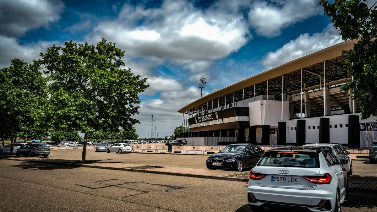Estado actual de la zona de aparcamientos en el entorno del Nuevo Vivero.