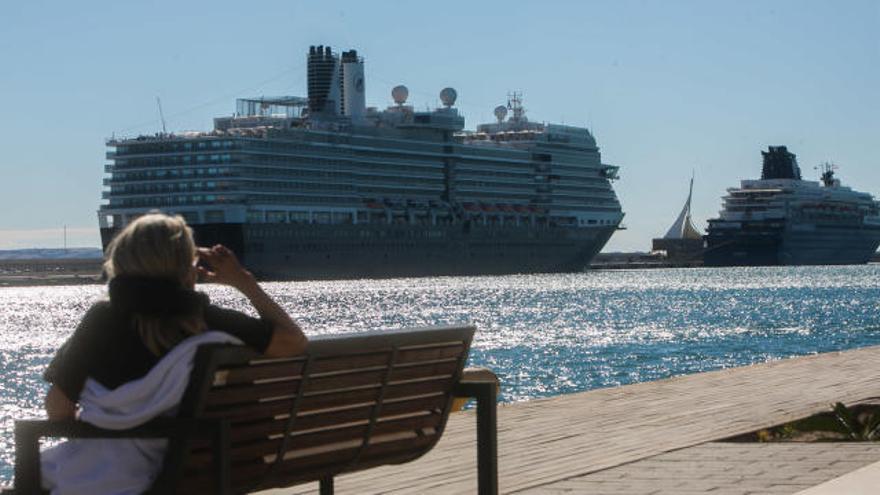 Alicante se pone a prueba como puerto base con la salida de buques de Pullmantur y MSC