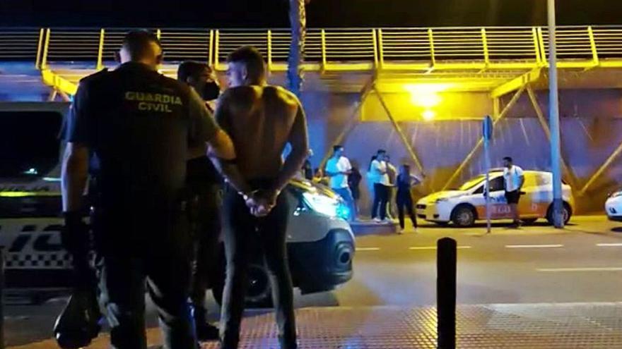 Un conductor ebrio arrolla a cinco personas  en una zona de copas de Torrevieja