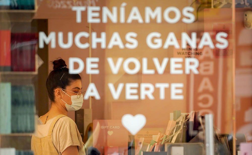 MADRID. 18.05.2020. CORONAVIRUS COVID-19. Apertura de comercios en Fase 0, pero con menos restricciones. Rebajas.  Marketing. FOTO: JOSE LUIS ROCA